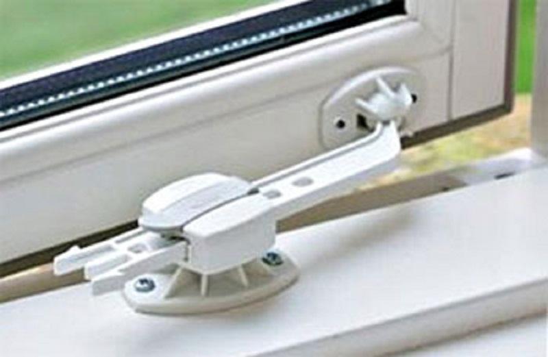 Защита от детей на пластиковые окна: безопасность важнее все.